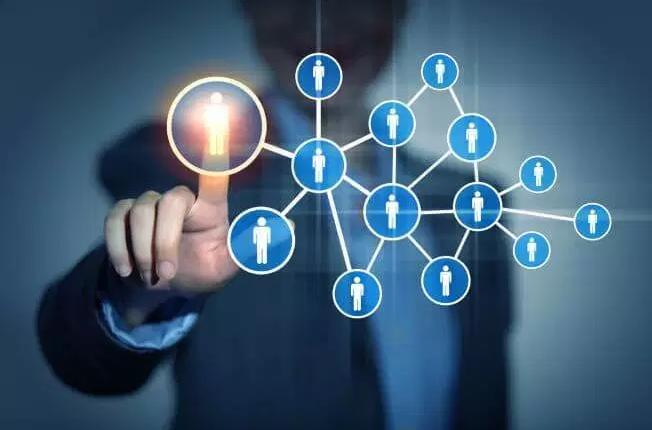 4 CLAVES para conseguir más clientes y fidelizar a los que ya tienes